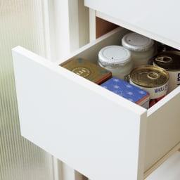 組立不要 サイズが選べる多段すき間チェスト 幅15cm・ロータイプ  引き出しは缶詰や食品ストック、コップや茶碗などの食器の収納に便利です。