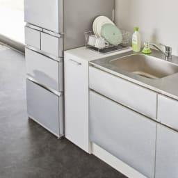 収納・ダストワゴン付きすき間作業台 収納棚ワゴン 幅35cm 使用イメージ(ア)ホワイト 天板上は水切りカゴ置きなどにも便利。 ※写真は分別ダストワゴン幅35cmタイプです。
