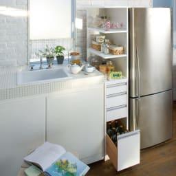 取り出しやすい2面オープンすき間収納庫 奥行55cm・幅30cm 使いやすい上段オープンタイプでキッチンのシンクまわりなどの隙間をフル活用。 下段の引き出しチェストもキッチン周りの整理に便利です。