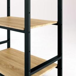 ブルックリン風キッチンラック 3段 幅60cm 【木目調の棚は高さ調節可能】棚板はニュアンスのある木目調。汚れもラクに拭き取れます。全ての棚は組み立て時に14cm間隔で取り付け位置を選べます。