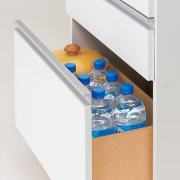 薄型で省スペースキッチン突っ張り収納庫 チェストタイプ 幅75cm・奥行31cm 最下段はペットボトルも収納可能。