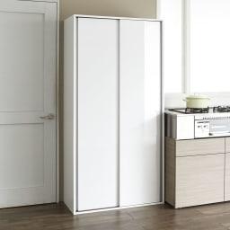 頑丈引き戸キッチンストッカー 幅91cm 引き戸は美しい光沢仕上げ。