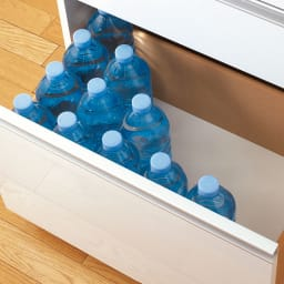 家電が隠せる!シンプルキッチンストッカー食器棚 高さ180cm 最下段の引き出しはスライドレール付で使いやすく、背の高いボトルも入ります。