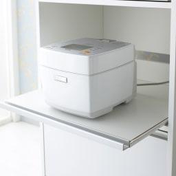 奥行スリム 幅が選べる 省スペース家電収納庫 幅52.5cm 炊飯器やポットの蒸気を逃がせるスライドテーブルが3段あります。