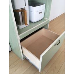 キッチン収納ミニ食器棚シリーズ レンジ台小(高さ90.5cm) 容量の大きい引き出しは目一杯引き出せるタイプなので使いやすくなっています。