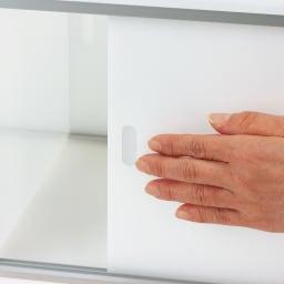 アクリルカウンター上収納庫 幅60cm 奥行25cm 引き戸の手を掛ける部分は、アクリル板を削り出して成形しています。