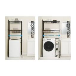伸縮するバスケット棚のシンプルランドリーラック 浅棚2段 幅が調節でき、縦型洗濯機にも幅広のドラム式にも対応します。