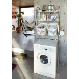 丈夫な2cm角パイプを採用!頑丈ランドリーラック 大型洗濯バスケット付き モダンな空間にもマッチするランドリー収納です。