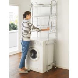 丈夫な2cm角パイプを採用!頑丈ランドリーラック 大型洗濯バスケット付き 洗濯機そのまま「簡単設置」 洗濯機を置いたままで、女性でも簡単に設置できます。