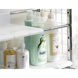 丈夫な2cm角パイプを採用!頑丈ランドリーラック オール棚タイプ 背の高いボトル洗剤もすっきり置ける「分割式棚板」。無駄な空間をつくらない分割式の棚板は、7cmピッチ12段階で調節可能。