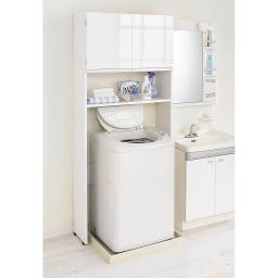美しい光沢扉ですっきり隠せる ランドリーラック スタンドタイプ 光沢感の美しい前面は汚れに強い素材でお手入れ簡単です。 オープン部は棚を6cm間隔で設定してください。洗濯機の高さに合わせられます。