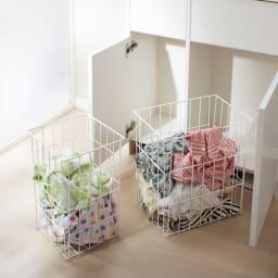 組立不要 洗濯カゴ付き2in1光沢サニタリー収納庫 ロータイプ 幅73cm 通気性のよいスチールバスケットは取り外しが可能。洗濯物を干す時にも使えます。