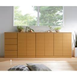 タモ天然木アルミラインシリーズ 引き出しタイプ 使用イメージ(ア)ナチュラル ※写真は(左から)引き出しタイプ、2枚扉タイプ、4枚扉タイプです。