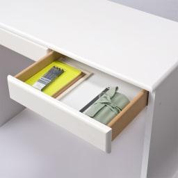 パイン天然木 薄型シンプルデスクシリーズ デスク 幅120cm (イ)ホワイト 収納イメージ…書類や文房具の収納場所に。A4サイズも入ります。
