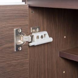 オールインワン!組立不要 マルチ収納パソコンデスク 幅60cm 思わず手を離しても「ばたん!!」と大きな音が鳴りません。ダンパーと呼ばれるこの部品がゆっくりと扉を閉めます。