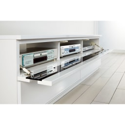 ラインスタイルシリーズ テレビ台 幅99cm フラップ扉はバタンと倒れないソフトダウンステー仕様。※写真は幅150タイプとなります。幅99はデッキ収納部は2つとなります。