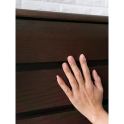 オーク材アールデザインリビングシリーズ チェスト 幅50cm オーク材の美しい木目。(イ)ダークブラウン