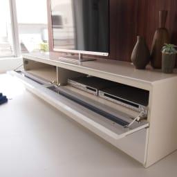 パモウナBW-200 輝く光沢のモダンリビングシリーズ テレビ台 幅200cm フラップ扉は2枚ついています。