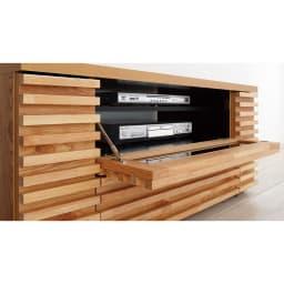 隠しキャスター付き天然木格子コーナーテレビ台幅90cm(隠しキャスター付き) プラップ扉は、ソフトダウンステーでゆっくり開きます。