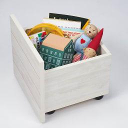 収納ワゴン付きリビングベンチ 4連 おもちゃやリビングまわりのごちゃつきも、放り込むだけですっきり片付きます。