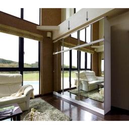 効率収納できる段違い棚シェルフ [突っ張り上置き ミラー扉タイプ 引き戸 幅90cm] 上置き高さ54.5cm (ア)ホワイト 本体幅75.5cm、90cm2台と上置き幅75.5cm、90cm2台の組み合わせ例です。