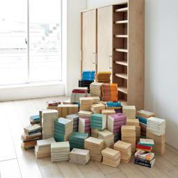 天然木調引き戸本棚 幅78cm奥行25cm 文庫本から大判の書籍まで、たっぷり収納可能。幅78cm・幅115cmの組み合わせでこれだけの本がすっきり!