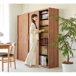 天然木調引き戸本棚 幅78cm奥行25cm デスク前の省スペースでも使いやすい引き戸式。(ア)ブラウン※写真は(左)幅78奥行40cmタイプ、(右)幅115奥行40cmタイプです。