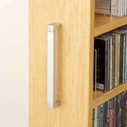 1cmピッチ スライド式すき間収納ワゴン 8段2列セット (DVD収納&コミック・漫画本収納用) 取っ手は引き出しやすいデザインのアルミ製。