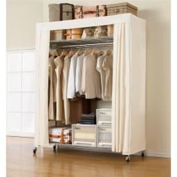 洗えるカバー付き 頑丈ハンガーラック ロータイプ・幅152cm 衣類収納の一押し商品。棚も頑丈なので収納ボックスやスーツケースも置けます。