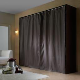カーテン付き アーバンスタイルクローゼットハンガー 引き出し付きタイプ・幅176~252cm対応 カーテンを閉じればホコリが入りにくく見た目もスッキリ。
