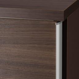 引き戸間仕切りワードローブ ハンガー+棚・幅118cm 高級感ある収納家具にする為に、アルミ取っ手を採用。ワードローブとしての使い勝手も考えています。
