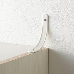 システム壁面ワードローブ ハンガー&引き出し・幅60cm 転倒防止バンドを付属。本体と壁に直接ネジを打ち込み、バンドで固定します。