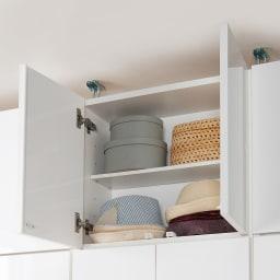 梁避け対応システムユニット 上置き 奥行34cm (天井突っ張り式) 収納イメージ…帽子やバッグなどのファッション小物や、出番の少ないモノの収納場所にぴったり。
