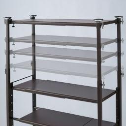 玄関の段差対応伸縮シューズラック 突っ張り式 11段ワイド 突っ張り棒部にも収納が可能な可動式の棚板付き。
