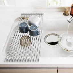 ステンレス製たためる水切り ハーフタイプ 奥行42 食洗機や大容量の水切りと併用される方や、ボウルや割れやすいグラスの洗い置き場にも重宝。