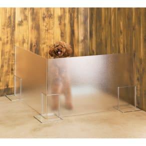 アクリル製ペットゲート 高さ50.5cm すりガラス お得な2枚組(コーナー兼用) 写真