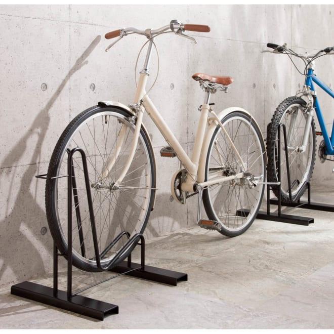 頑丈自転車スタンド 写真は1台用。家裏など幅の狭いところに便利です。子供用自転車もOK。