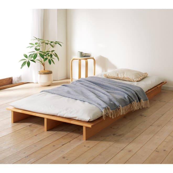 角の丸いアルダー天然木ステージベッドフレーム 棚なし 敷布団使用例 ※写真はシングルタイプです。