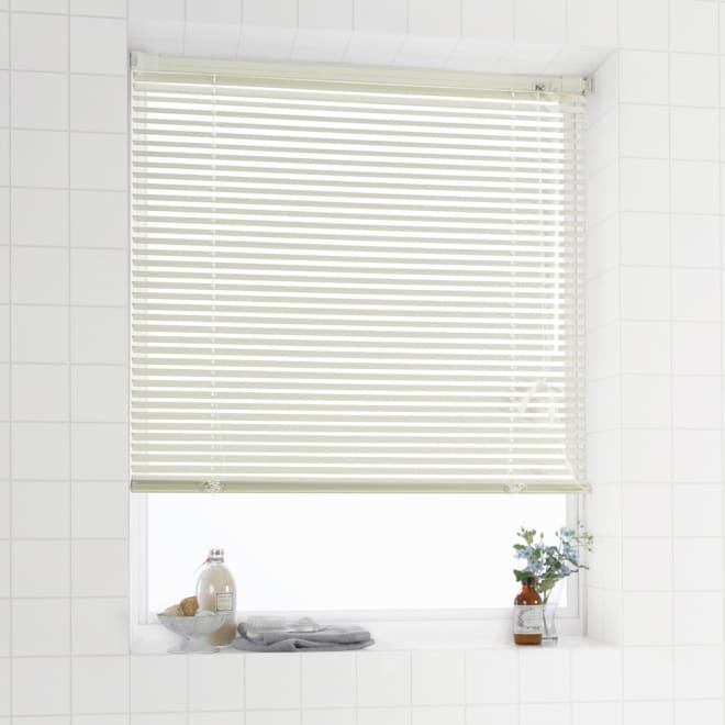 ホコリもサビも付きにくいインテリアブラインド 壁に穴を開けないつっぱり式(1枚)(イージーオーダー) (イ)防汚アイボリー つっぱり式 壁や窓枠を傷つけず取付けも簡単です!