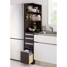 取り出しやすい2面オープンすき間収納庫 奥行55cm・幅30cm (イ)ダークブラウン。おしゃれなシステムキッチンになじむデザインのディノスの人気商品です