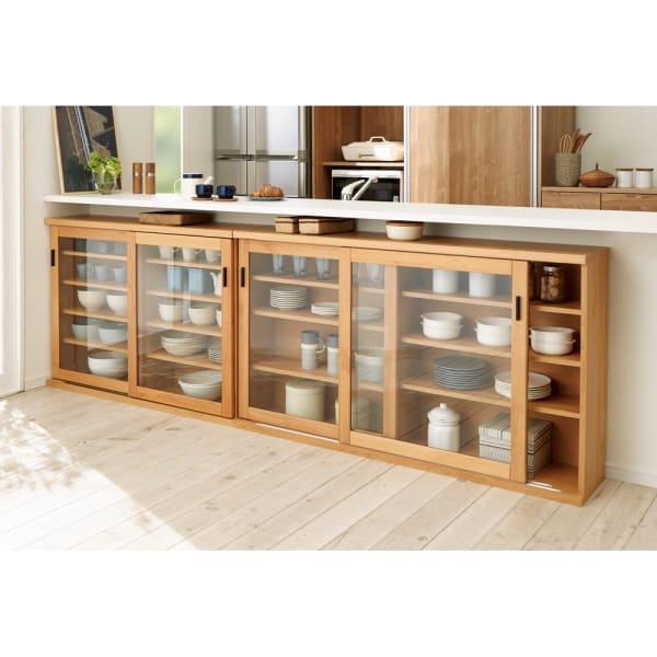 アルダー天然木ガラス引き戸本棚(書棚) 幅150.5cmのコーディネート