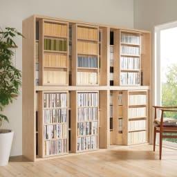 組立不要 たっぷり収納できる天然木調スライド本棚 2重 幅90cm コーディネート例(ア)ナチュラル ※お届けは右上段の2重幅90cmです。