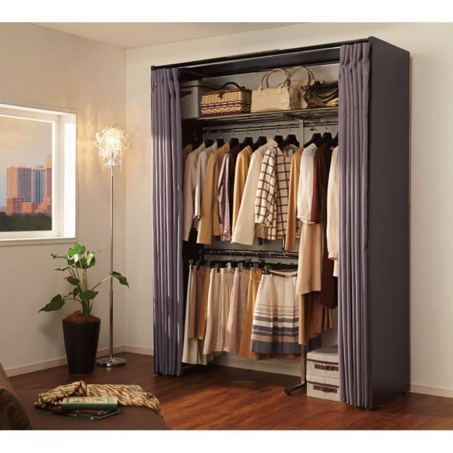 カーテン付き アーバンスタイルクローゼットハンガー 引き出しなし・幅117~200cm対応 お部屋に置いても落ち着いた雰囲気になるワードローブです。サイドパネルとカーテンで収納物を守ります。