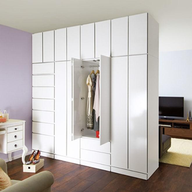 壁面間仕切りワードローブ ブレザー・幅60cm コーディネート例(イ)ホワイト(表面) 部屋を間仕切って、自分だけのクローゼットを作れます♪