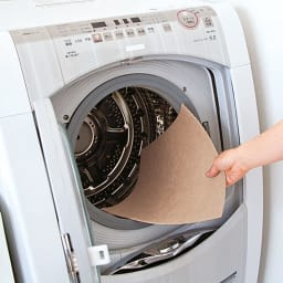 カテキン消臭&はっ水 おくだけ吸着タイルマット 畜光階段マット(15枚組) 何度も洗えて、ピタッと貼れる日本製マット。 汚れたら洗濯OK! 気軽に洗え、乾きもスピーディ。約50回洗濯しても、吸着力が持続します。タイルマットは汚れた部分だけ外して洗え便利。