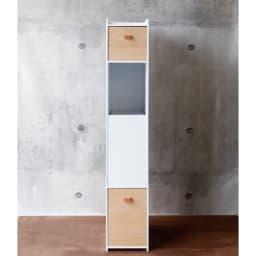 アクリルダストボックス付きマスク収納 レギュラーサイズ 正面から見た図。シンプルでスタイリッシュなデザイン。スリムな奥行きなので玄関先でも場所を取りません。