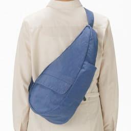 ヘルシーバックバッグ テクスチャードナイロン Sサイズ 独自のシェイプとバランス!人間工学を応用してデザインされたしずく型のシェイプが背中のラインに無理なくフィット。首・肩・腰に野菜い過重ストレスを解決するために生まれたバッグ。