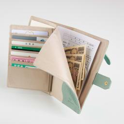 イタリアンレザーのお薬手帳ケース A5サイズ対応のお札入れには処方箋も入ります。