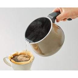 WMF ミネラルマルチポット (ア)ダークブラス 注ぎやすく液だれしにくい構造なので、コーヒーのドリップにも。