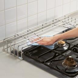 排気口カバー付きコンロ奥ラック コンロ幅60cm用 高さがあるので、設置したまま排気口カバーが拭けます。